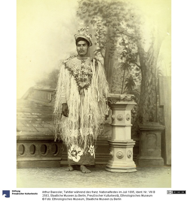 Costume tahitien pour la fête nationale du 14 juillet 1895 – Arthur Baessler