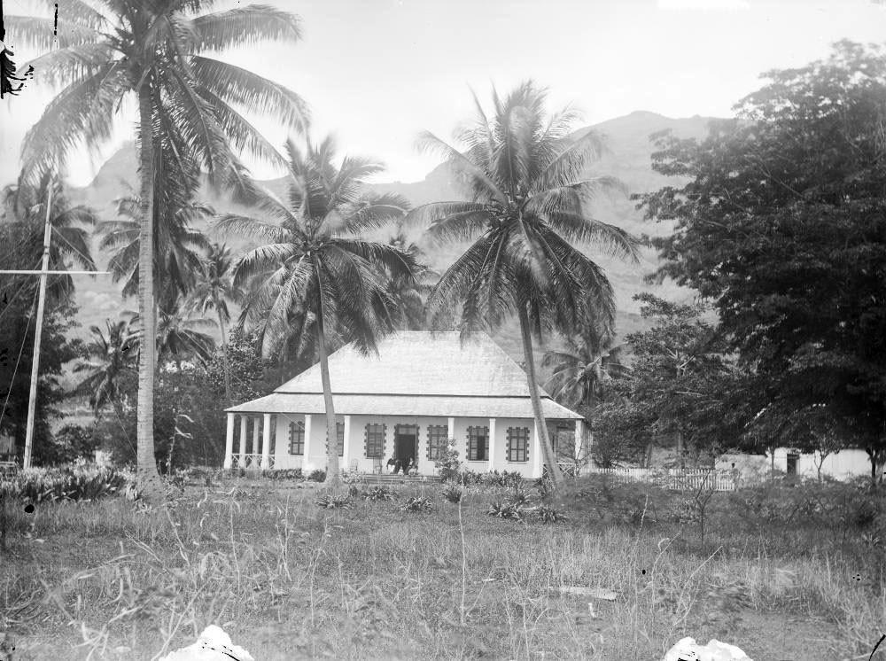 Résidence du gouverneur français à Nouka Hiva – Hjalmar Stolpe (1884)
