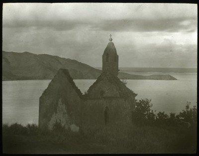 Eglise sans toit dans l'archipel des Gambier (1921-1923)