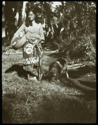Jeune femme polynésienne et cochon (1921-1923)