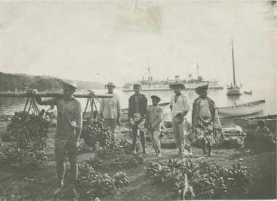 Marché aux bananes sur les quais de Papeete (1908)