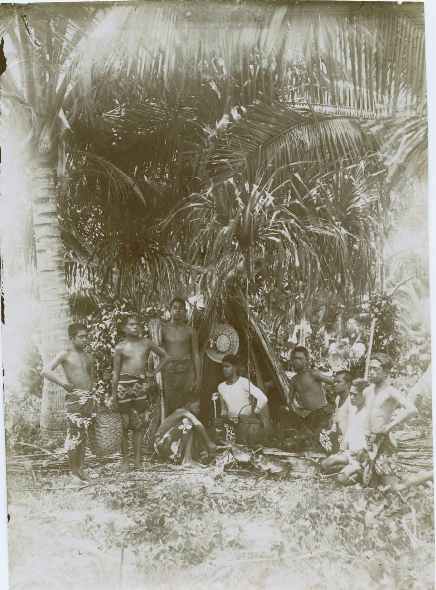 Groupe de jeunes Tahitiens (1885/1900)