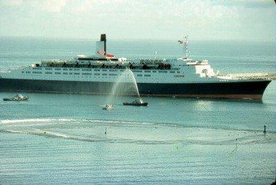 Queen Elisabeth 2 à Tahiti (1977)
