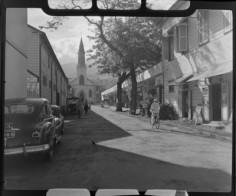 Rue Jeanne d'Arc et cathédrale à Papeete (1952)