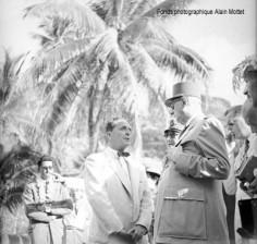 Visite du Général De Gaulle au Marae Arahurahu (1956)