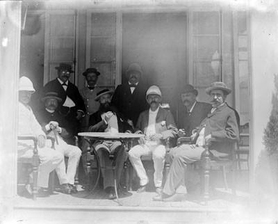 Hjalmar Stolpe avec des notables (1884)