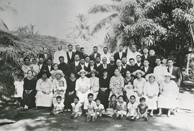 Retraite pastorale avec des femmes missionnaires et des élèves de l'école théologique Hermon avec leurs familles (1938)