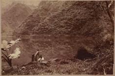 Deux Tahitiens au bord du lac Vahiria (1885)