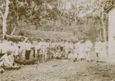 Préparatif d'un repas à Haapiti – Moorea (1930)