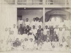 Le jeune roi Teuruarii IV et les notables de Rurutu