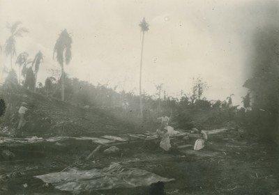 Le vieux Temple de Vaitape, Bora-Bora, après le cyclone (1926)