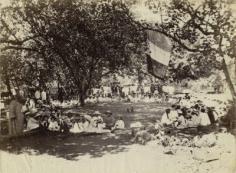 Elèves de l'école protestante en pique-nique à Papa'oa – Arue (1900)