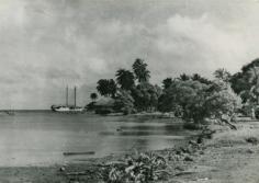 Un bateau arrivant sur l'île Raiatea