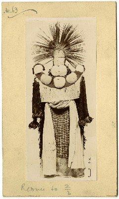 Photographie d'un costume de deuilleur (1950)