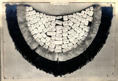 Plastron tahitien en plume et coquillage (1950)
