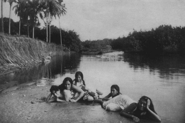 Jeunes filles prenant le soleil (1919)