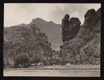 Pinchot South Seas Expedition : Fatu Hiva, baie des vierges (1929)