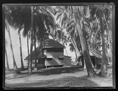 Bâtisse dans une cocoteraie (1948)