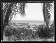 Deux paquebots dans la baie de Papeete (1948)