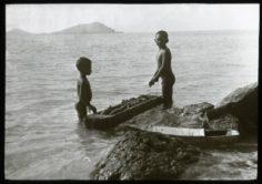 Deux jeunes garçons à Mangareva (1921)