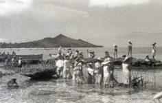 Pêche aux cailloux à Bora Bora (1936)