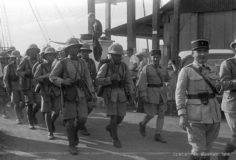 La troupe dans les rues de Papeete (1936)
