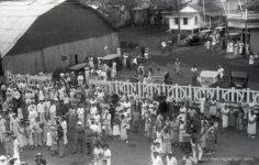 Foule au départ d'un navire (1936)