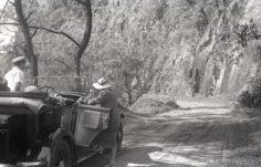 Tour de l'île de Tahiti avec la voiture de Henri Brukschlegel (1936)