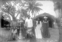 Habitants du village de Avatoru à Rangiroa (1899-1900)