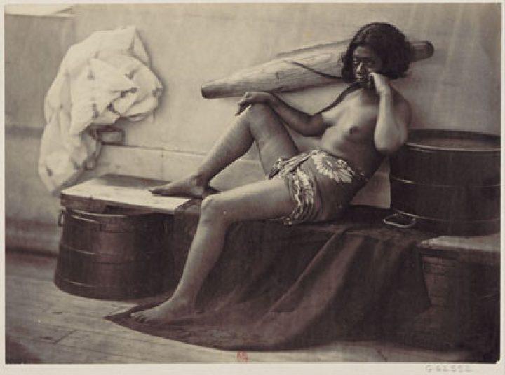 Femme des îles Marquises aux jambes tatouées – Paul-Emile Miot (1870)