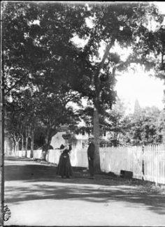 Mr & Mme Frank dans une rue de Papeete (1907)
