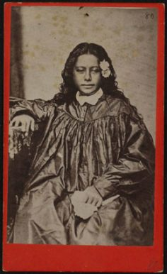 Tahitienne en robe – Johann Stanislaus Kubary (1880)